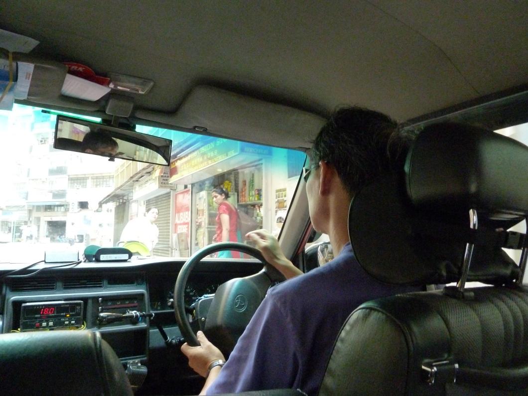 taxi Hong Kong guida a destra